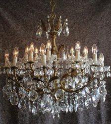Bijzonder fraaie kristallen kroonluchter met bronzen armatuur