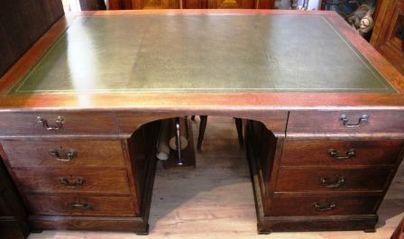 Eiken partner's desk