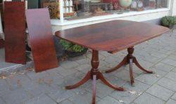 Antieke mahoniehouten tafel met twee inlegbladen