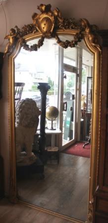 Franse spiegel met 2 cherubijntjes en origineel glas