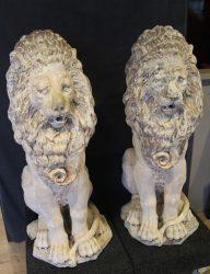 Twee leeuwen tuinobjecten