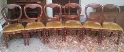 Een set van zes mahoniehouten stoelen