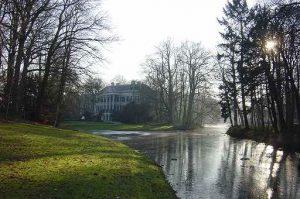 Leersum maakt deel uit van de gemeente Utrechtse Heuvelrug en ligt in het gelijknamige Nationale Park.