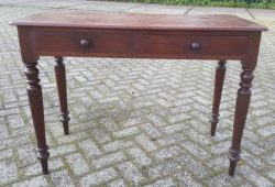 Sidetable met twee laden